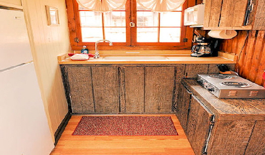 Lake Front Cabin Four Fully Equiped Kitchen with Cook Top